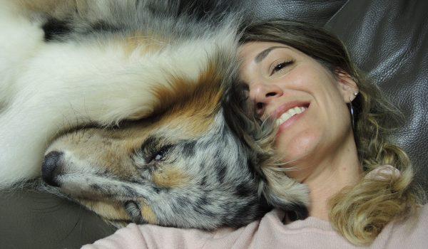 cane e ragazza tenerezza amore